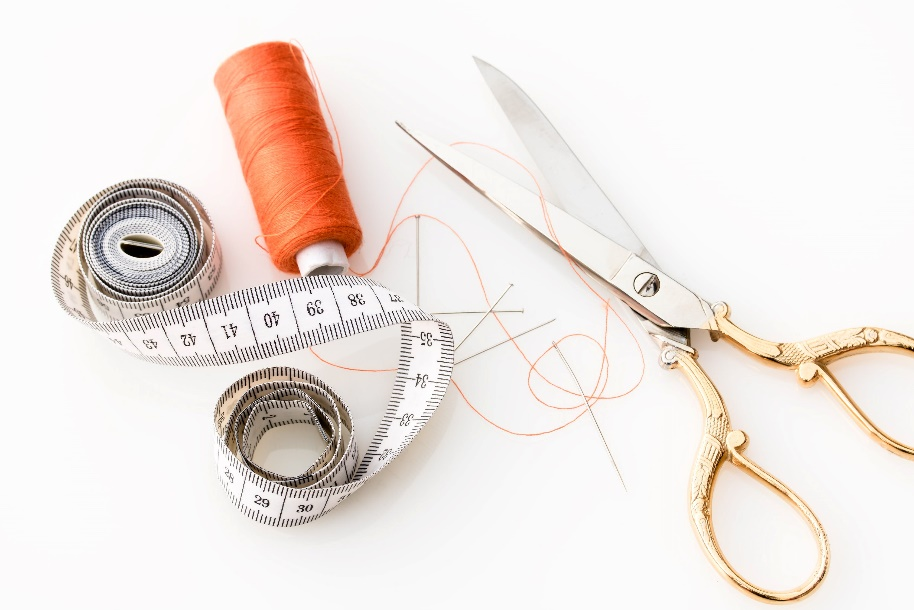 Scissors, measuring tape and thread for tailoring